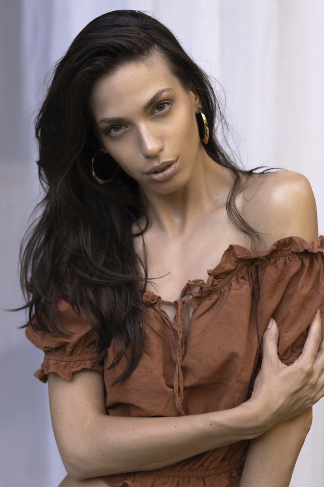 Exotic Model Kristina Dimitrtova pose do fashion shot with beautiful jewelry
