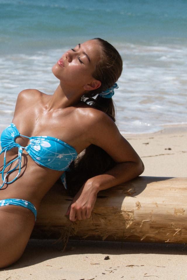 Tall model Tash Knox starting modeling in Bali